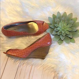 Bandolino Orange Wedge Shoes size 8 1/2 M